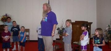 """Carl the Storyteller, """"Thistlemouse"""" and the kids"""